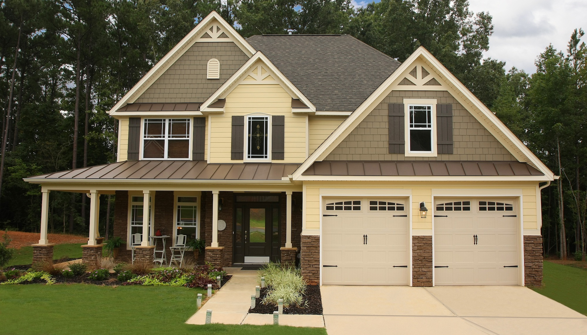 7 ideas to make neutral siding more exciting for your hoa for Siding color