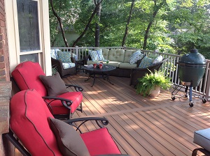 Backyard deck installation in Nashville