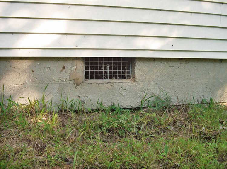 Crawl space vent in need of repair in Gresham, OR